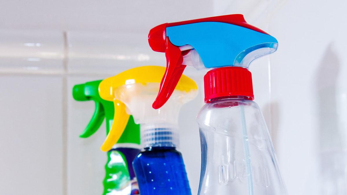 Sprayreinigung und Schimmelentfernung im Sanitärbereich